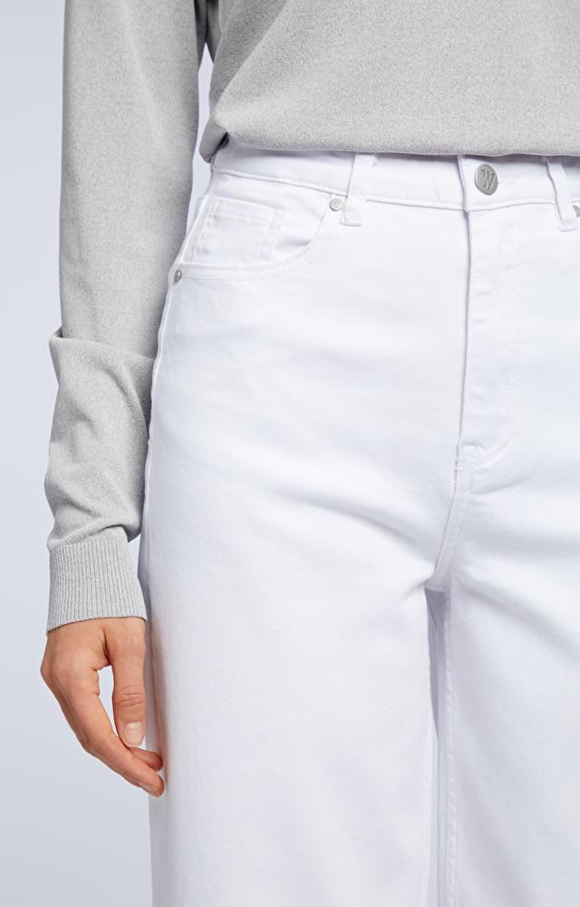 Białe jeansy WÓLCZANKA