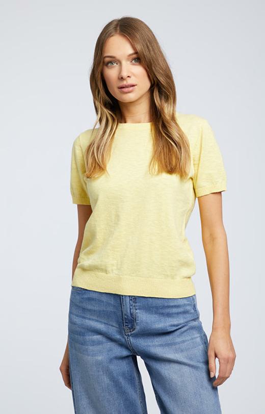 Żółty sweter damski WÓLCZANKA