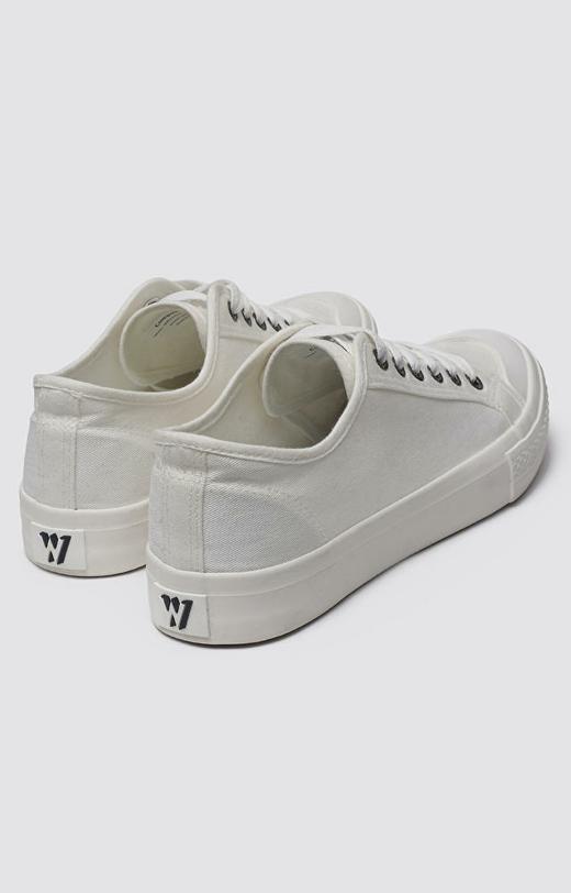 Białe buty WÓLCZANKA