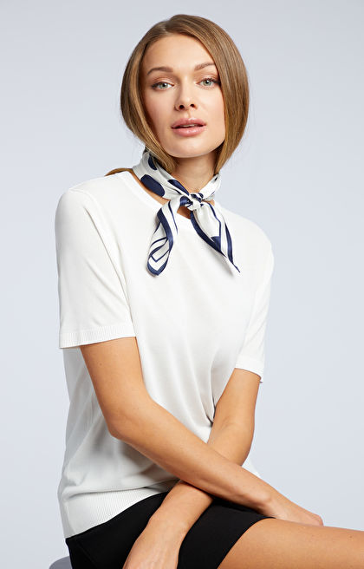 Biały sweter damski WÓLCZANKA