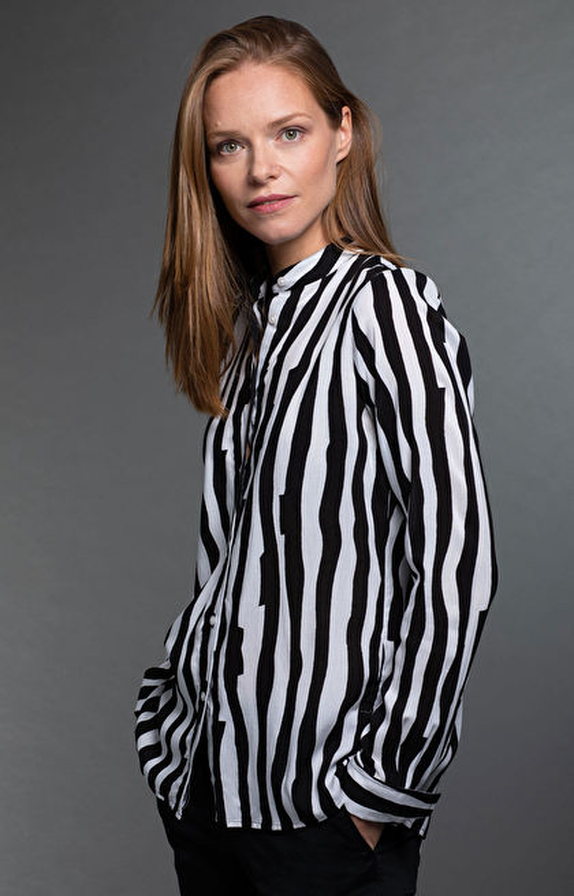 Czarna koszula damska WÓLCZANKA