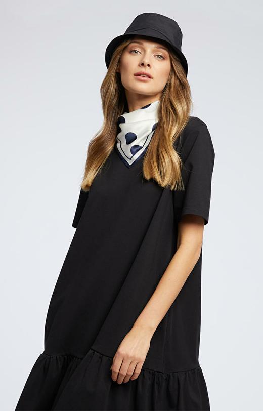 Czarna sukienka WÓLCZANKA