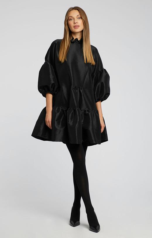 Rozkloszowana sukienka z połyskiem