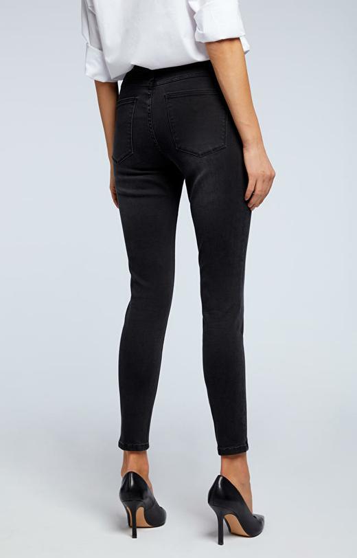 Czarne jeansy WÓLCZANKA