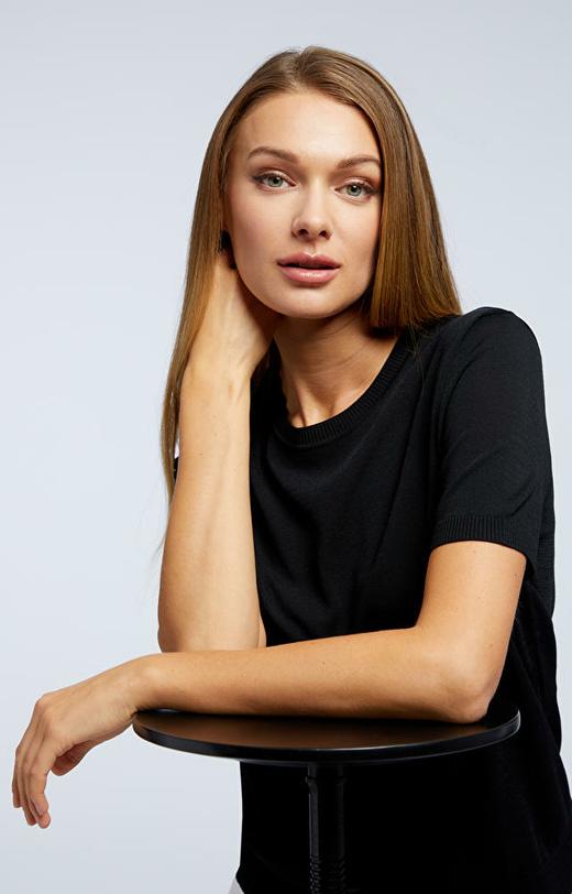Czarny sweter damski WÓLCZANKA