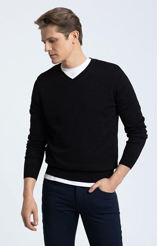 Czarny sweter WÓLCZANKA