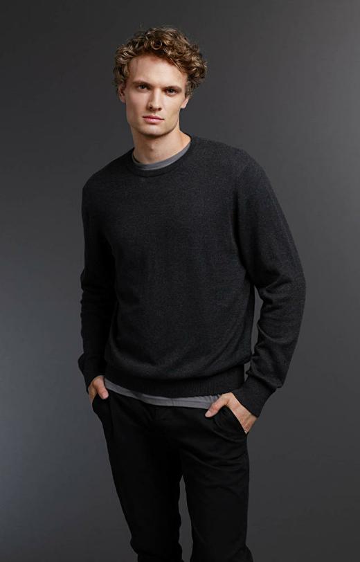 Grafitowy sweter WÓLCZANKA