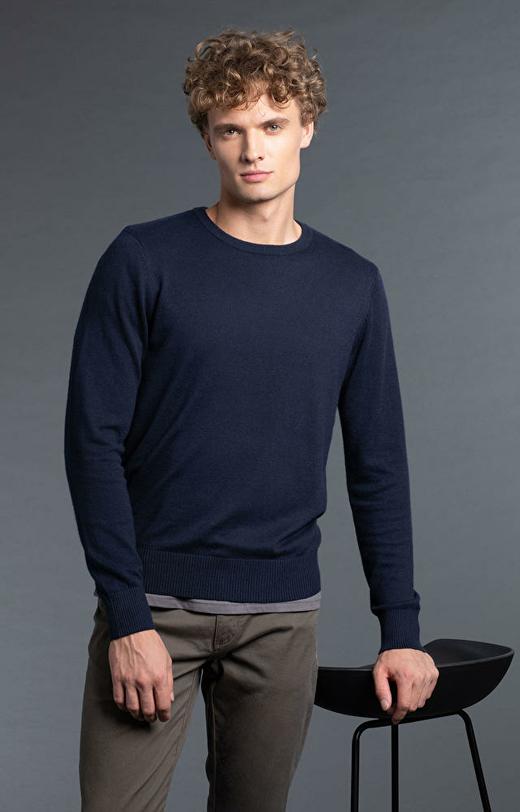 Granatowy sweter WÓLCZANKA