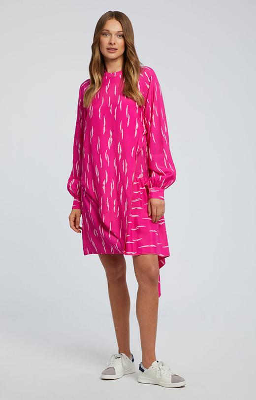 Asymetryczna sukienka z jedwabiem