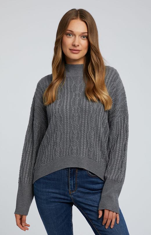 Sweter z warkoczowym splotem