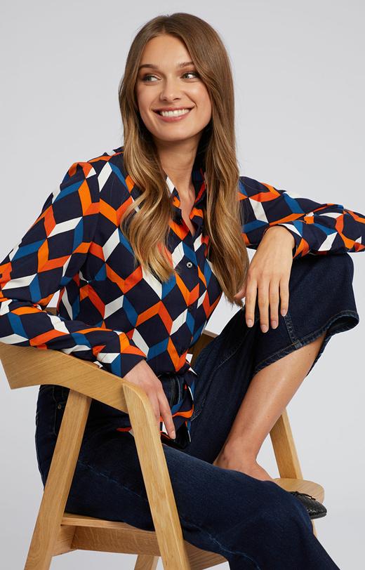 Kolorowa koszula w geometryczny wzór